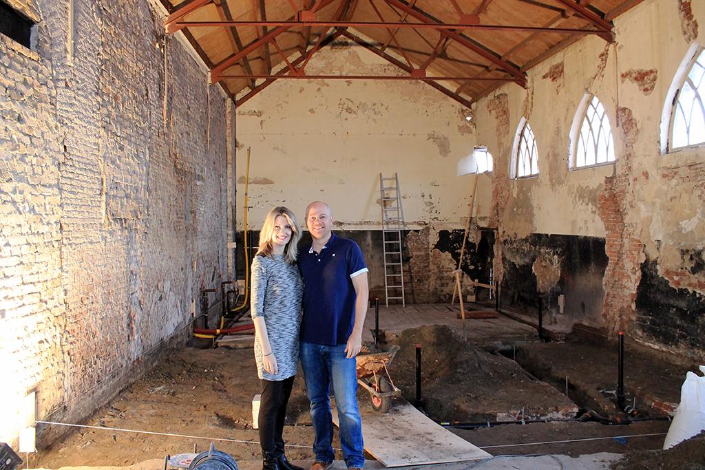 Chef Ronald Kunis met zijn vrouw temidden van de verbouwing